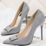 Trendy high-heeled shoes with metal tip and gray needle tip