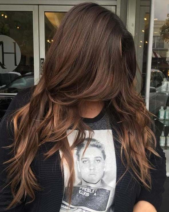 Candy tones create a color harmony for long brown hair
