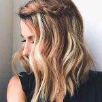 Side braid in wavy hair – 2018 wedding hair trends