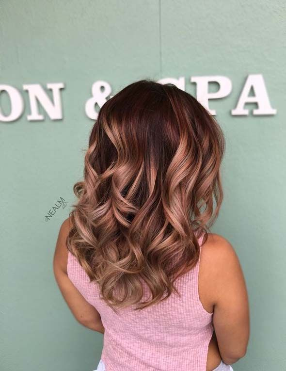 The color of the rose gold hair looks that it absolutely kills