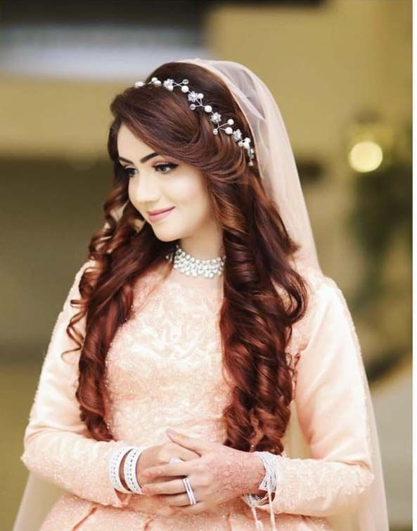 Using hair accessories for brides is a good way to complete the style of your wedding
