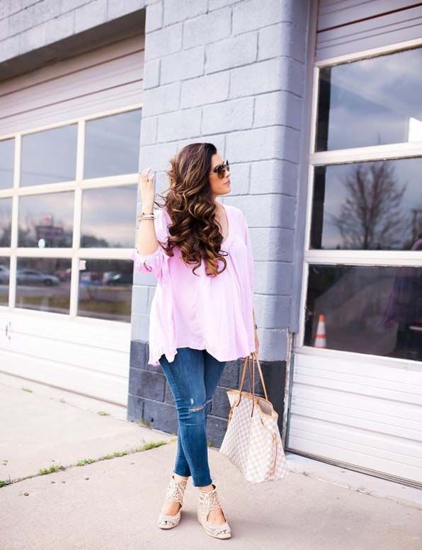 Striped street style on shoulder length hairstyle