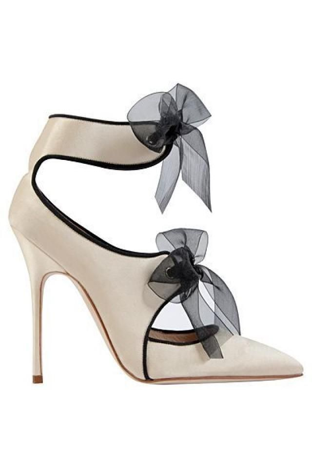 great Manolo Blahnik Creme White sandal with bows F …