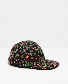 10 hats worthy of Insta to look stylish