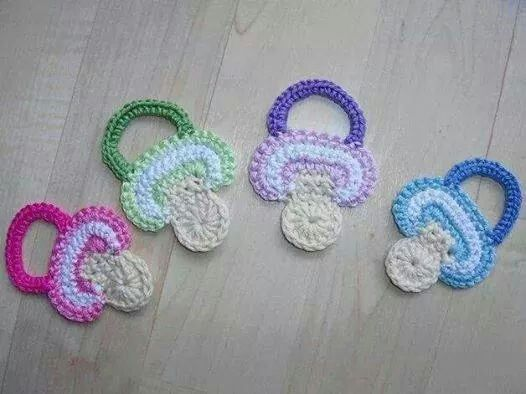 Apply the pacifier    Baby Shower
