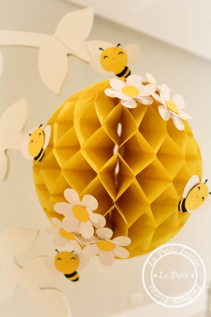 Child theme bee decoration