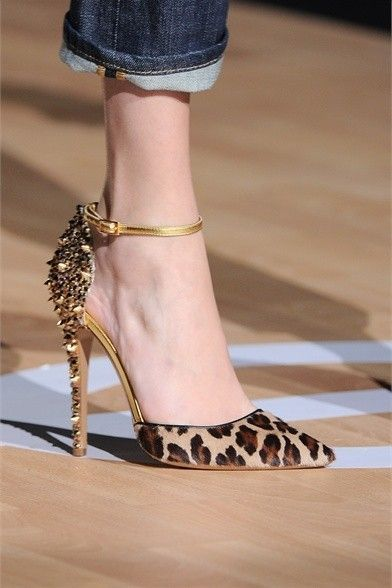 Impressive heels with leopard print, with a delicate …