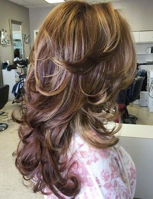 In spring and summer, most women prefer effortless, natural-looking hairstyles.