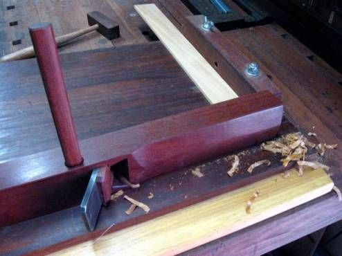 Configuration and use of a shooting board | WoodWorking