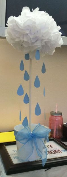Baby shower center, cloud with liza rain drops | Baby Showers