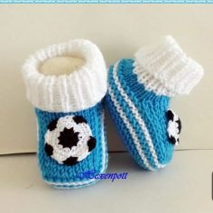 2 easy toddler shoes with ball ornaments. 1 year | Knitting Patterns