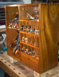 Mahogany ceiling, flat cabinet, storage of tools | WoodWorking