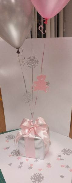 Balloon center with custom snowflake and scatter of teddy bear table | Baby Showers