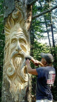 Carved tree trunk | WoodWorking